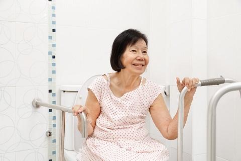 how-to-keep-seniors-safe-inside-the-bathroom